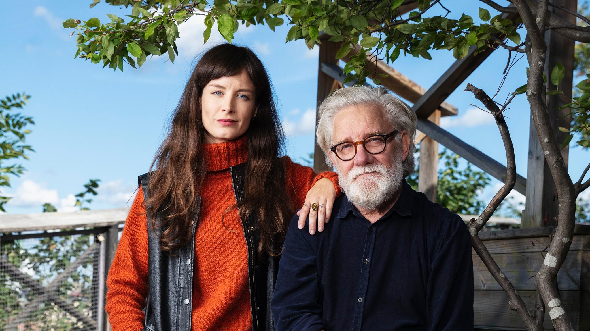 Hannah Engberg och Johan Croneman leder nya serien Ålderstigen i P1.