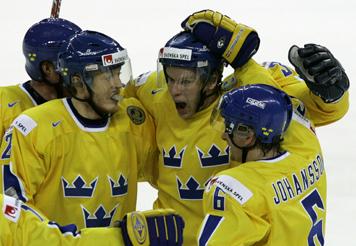 Svenskt måljubel under VM-finalen mot Tjeckien, 21 maj 2006. Foto: AP Photo/Alexander Zemlianichenko/SCANPIX.