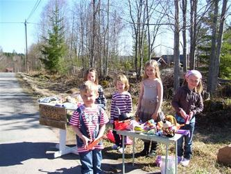 090511 - Nu har våren kommit till Hällgårdarna hälsar Kurth