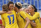 Sveriges Lotta Schelin gratulöeras efter 1-0 målet i söndagens fotbollslandskamp för damer mellan Norge och Sverige i Sandefjord.. Landskampen var Sveriges genrep inför OS-turnerinngen i Bejing och Sverige vann med 2-0. Foto: Lise Åserud / SCANPIX