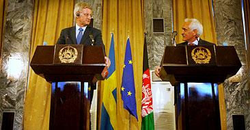 Carl Bildt på en presskonferens tillsammans med Afghanistan utrikesminister Rangin Dadfar Spanta. Foto: Musadeq Sadeq/Scanpix.