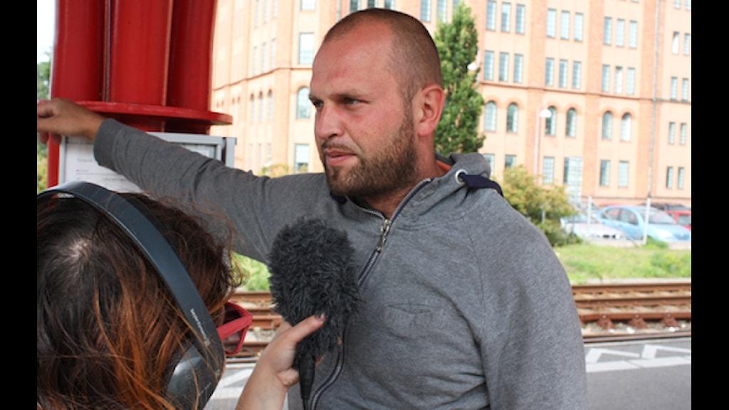Mats Örnbrand är inte jätteorolig, men han vill hem. Foto: Magnus Mosén/Sveriges Radio