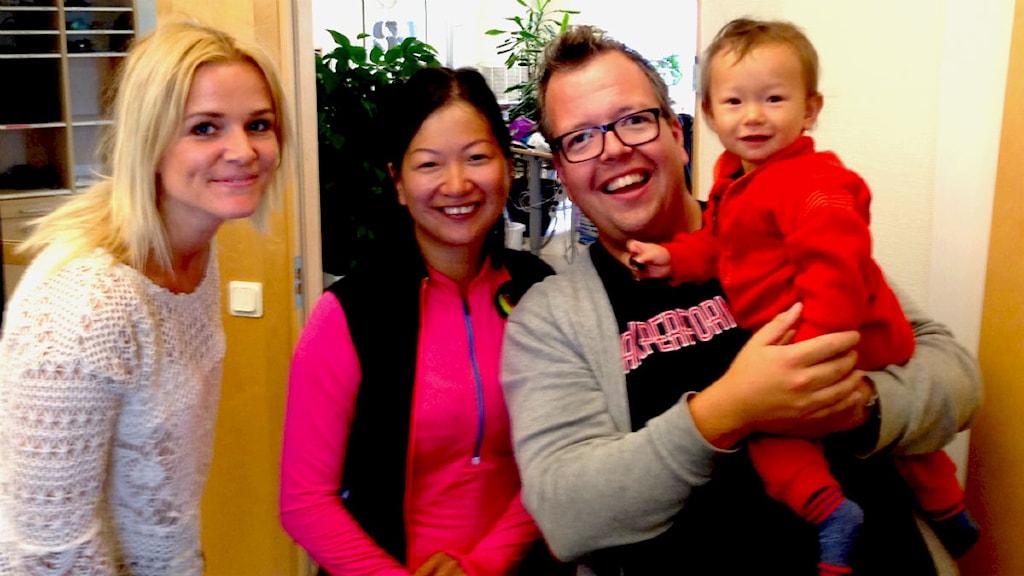 Zara, Marie Widerberg, Anders och 13 månader gamla Ylva Widerberg Foto: Hans Strandberg/Sveriges Radio