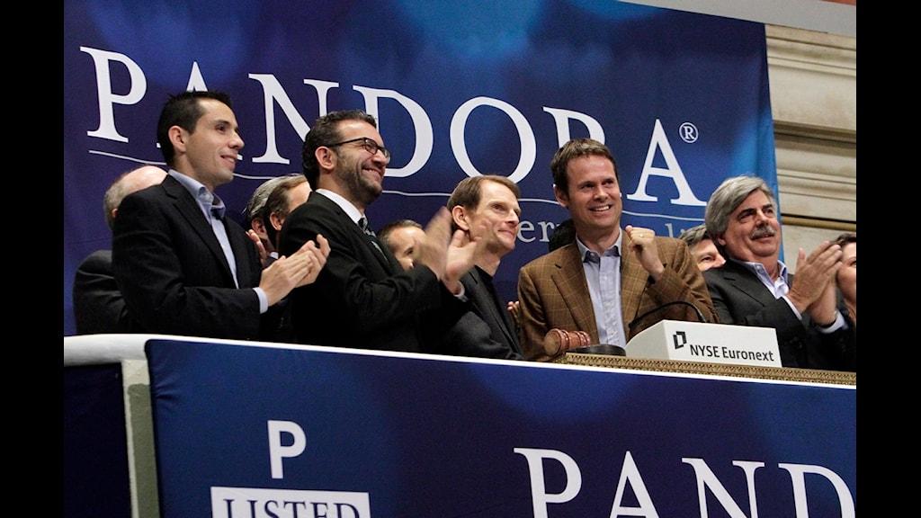 Pandoras chefer, vid ett muntrare tillfälle 2011, när Pandora introducerades på den amerikanska börsen. Foto: Richard Drew / AP