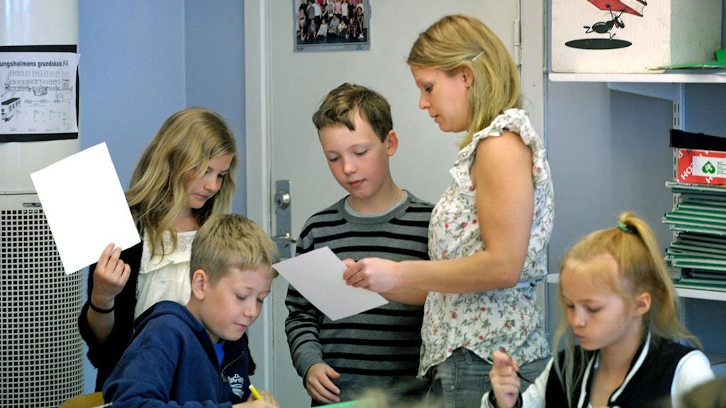 Elever och lärare Foto: Janerik Henriksson / TT.
