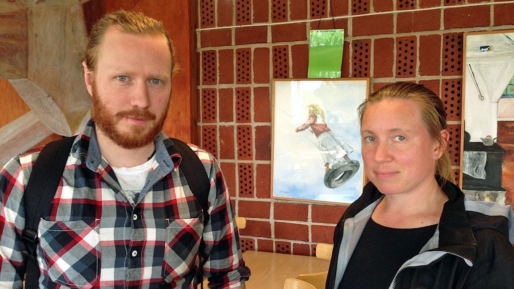 Kalle Rosén och Jessica Andersson, båda miljöinspektörer i Södertörns miljö- och hälsoskyddsförbund.