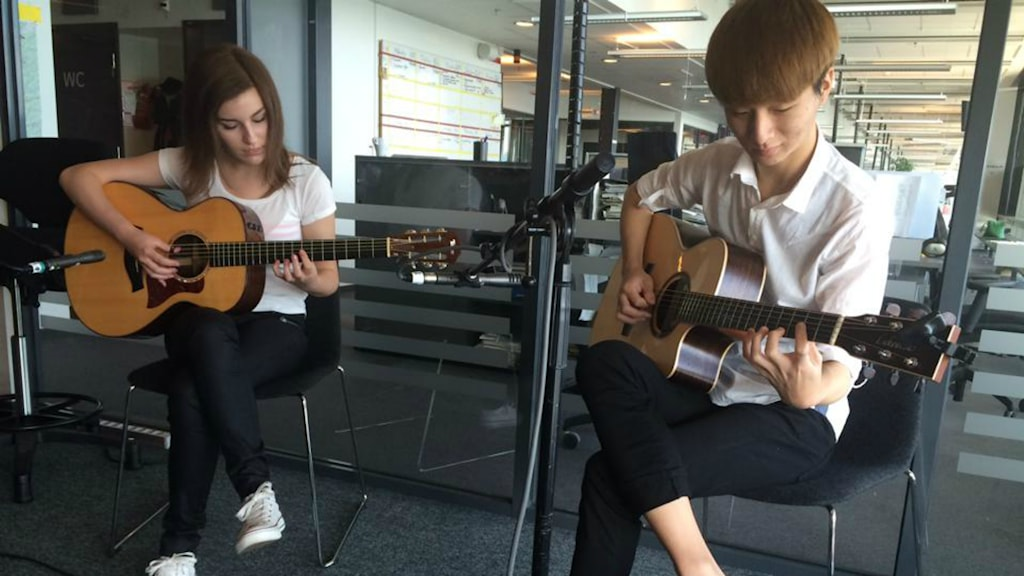 Sungha Jung och Gabriella Quevedo spelar fingerstylegitarr