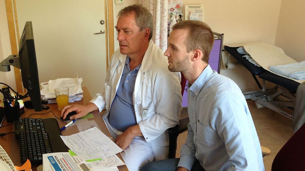 Lars-Olof Larsson och Viktor Storberg på tbc-mottagningen i Angered. Foto: Erica Hedin/Sveriges Radio