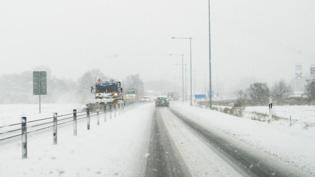 Snökaos i trafiken i blekinge. Foto: Olof Peterson / Sveriges radio.