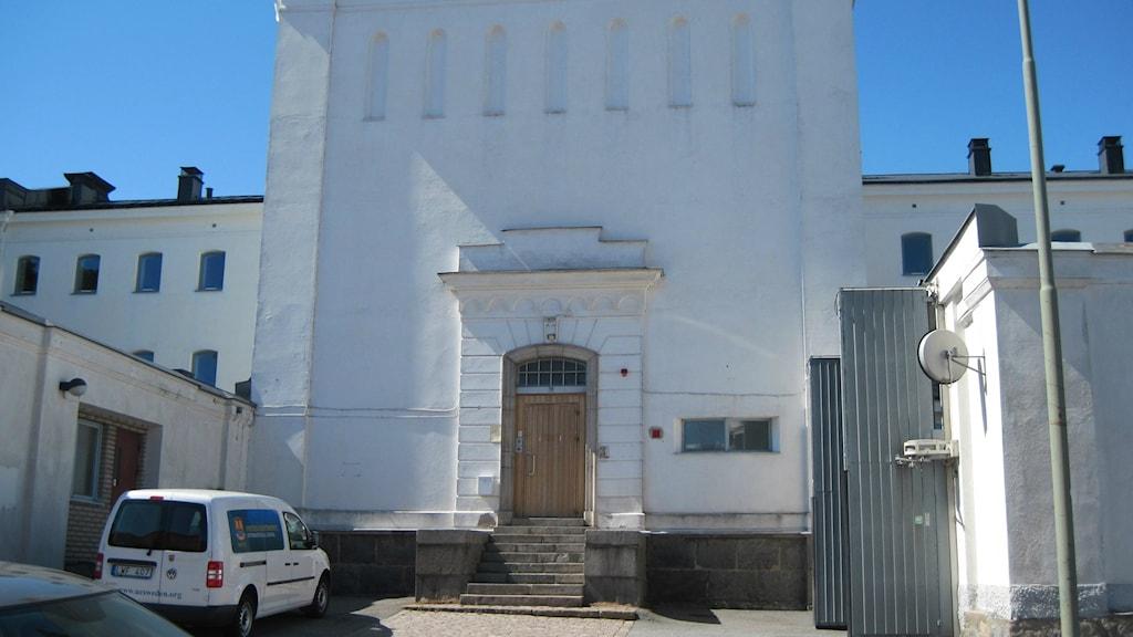 Det stora vita fängelset i Karlskrona har nu blvit skola
