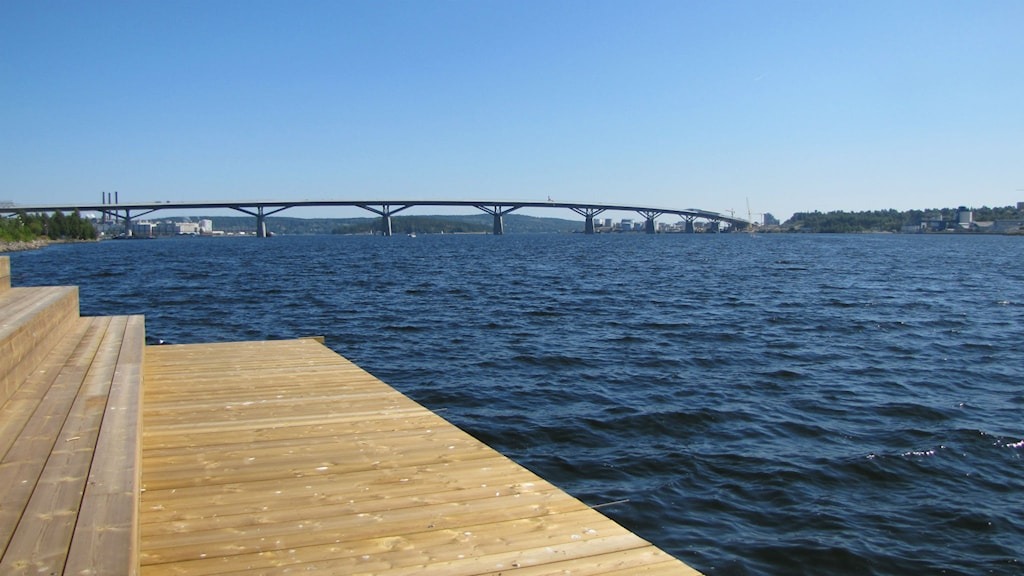 Sundsvallsbron syns i linje med horisonten. Foto: Alexandra Kerttu / Sveriges radio / arkiv