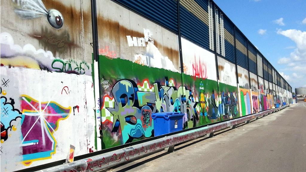 Den lagliga graffitiväggen i Västerås. Foto: Elza Zandi/Sveriges Radio