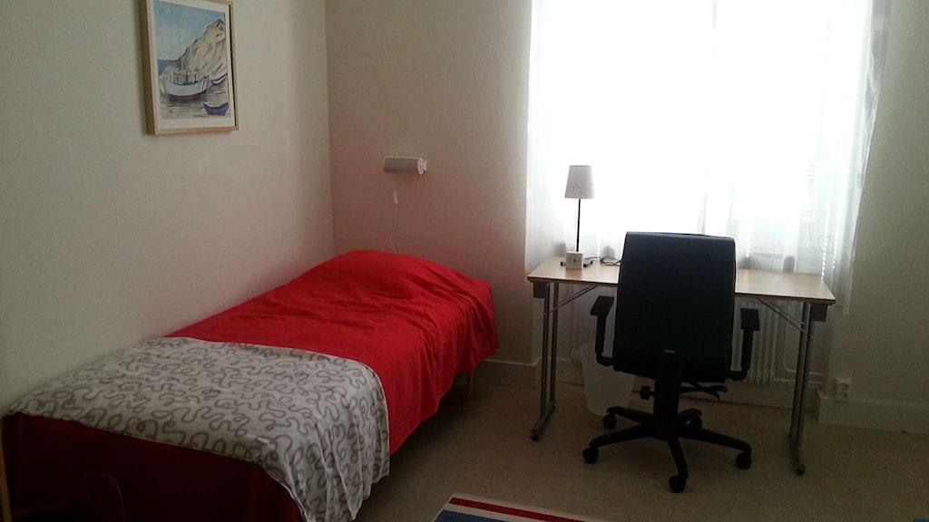 Ett av rummen i flyktingboendet i Kungsörs kommun. Foto: Elza Zandi/Sveriges Radio