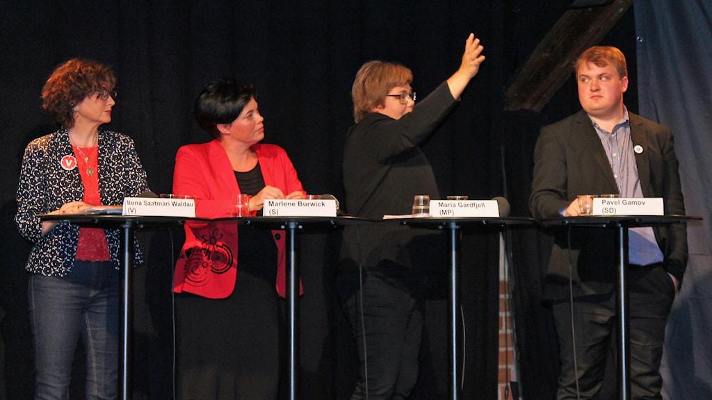 Fr v: Ilona Szatmari Waldau (V), Marlene Burwick (S), Maria Gardfjell (MP), Pavel Gamov (SD)