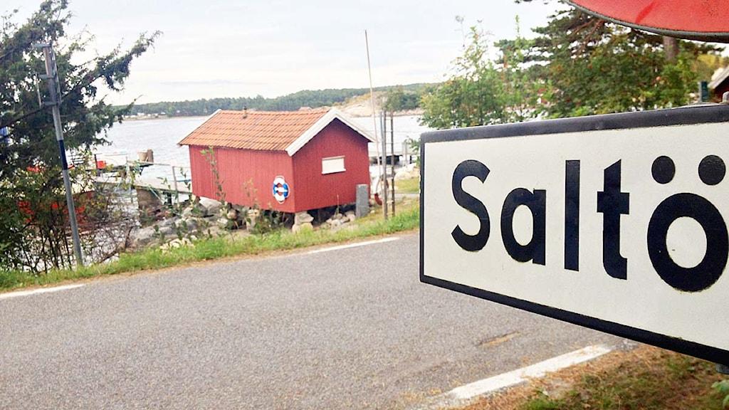 Skylt på Saltö i Strömstads kommun. Foto: Victor Jensen/Sveriges Radio