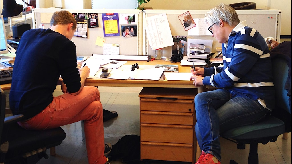 Jimmie Schewenius och Therese McDonald i Framåt Fredag. Foto: Susanna Wictorzon/Sveriges Radio.