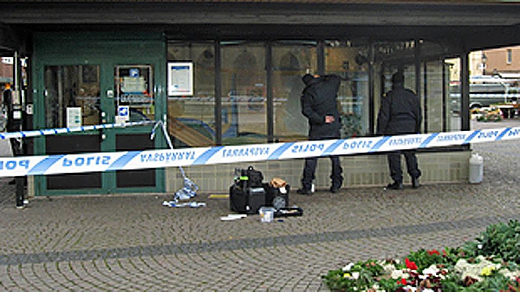 En 42-årig man blev knivmördad på Stora Torg. Polisen har spärrat av området. Foto: SR Halland