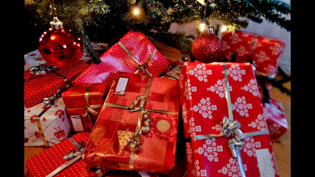 Familjer kan söka bidrag för julklappar. Foto: Jonas Ekströmer/Scanpix