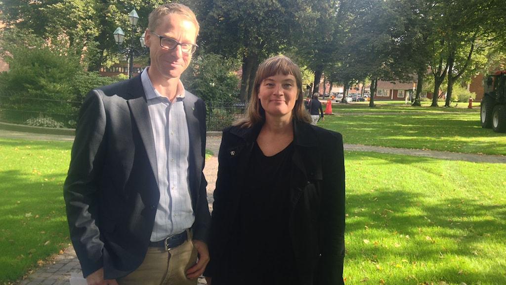 Linda Berggren (S) och Christoffer Bergenblock (C). Foto: Lisa Hedström Arvidsson/Sveriges Radio