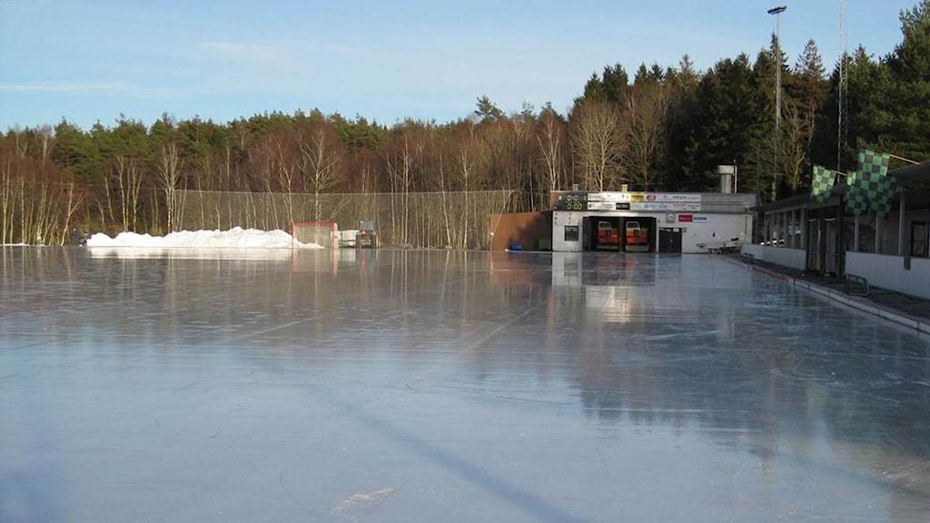 Sjöaremossnes isbanan kostar mer än den smakar tycker Kungsbacka kommun. Foto: Sveriges Radio