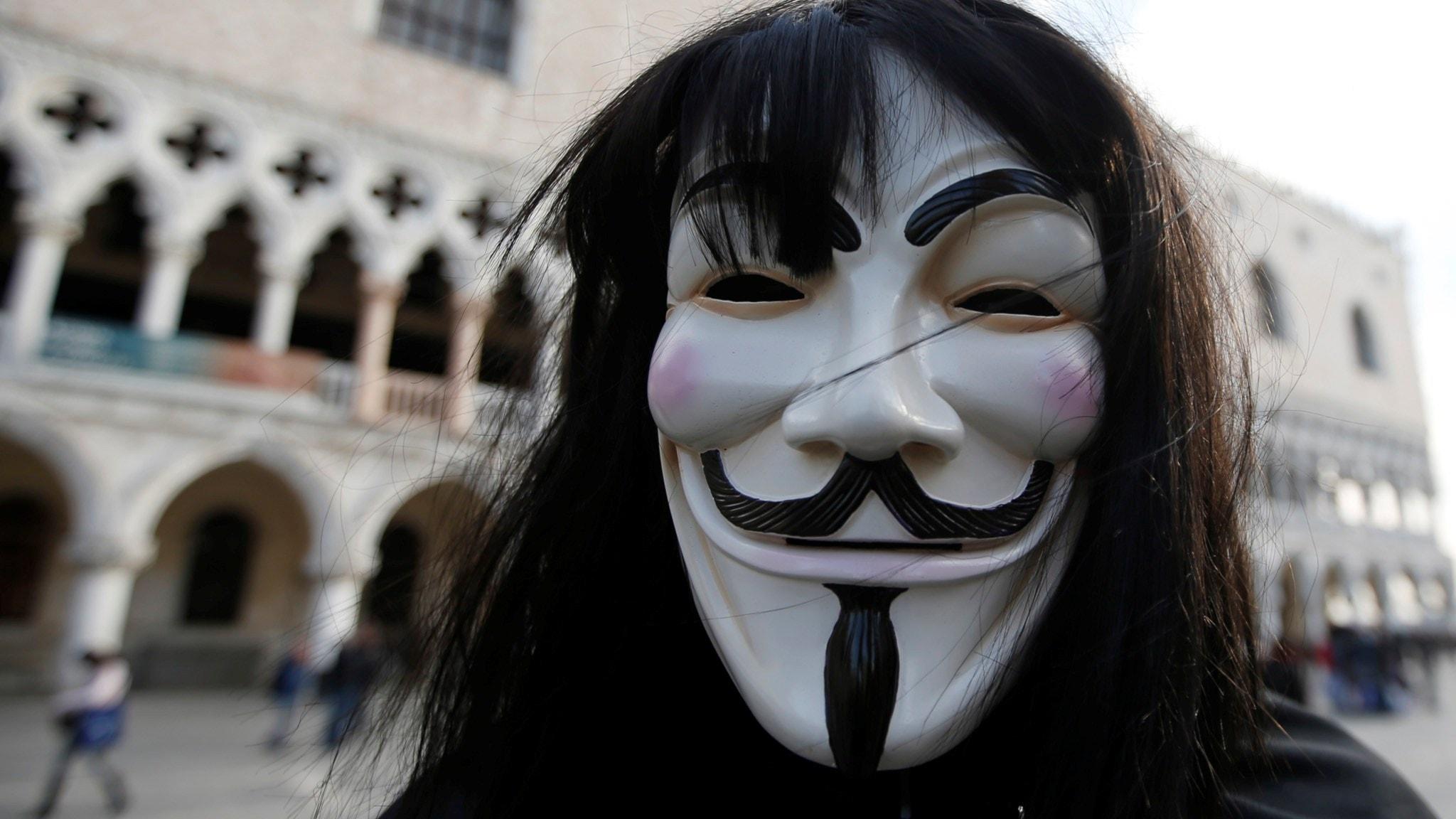 Cyberarméer, hackerkrig och hattroll