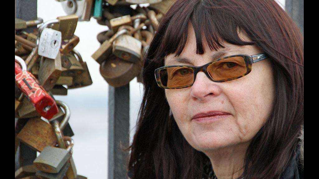 Lena Kättström Höök vid Nordiska Museet i Stockholm forskar om kärlekslås. (Foto: Urban Björstadius)