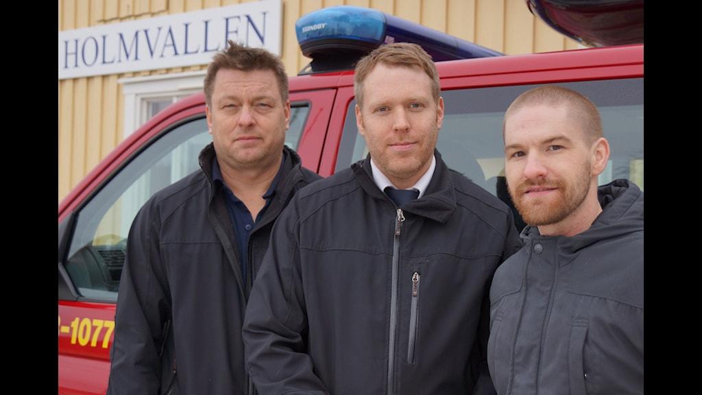 Thomas Åslin och Erik Hedlund från Medelpads Räddningstjänstförbund och Niklas Wikholm, frivillig inom projektet Förstärkt medmänniska. (Foto: Urban Björstadius)