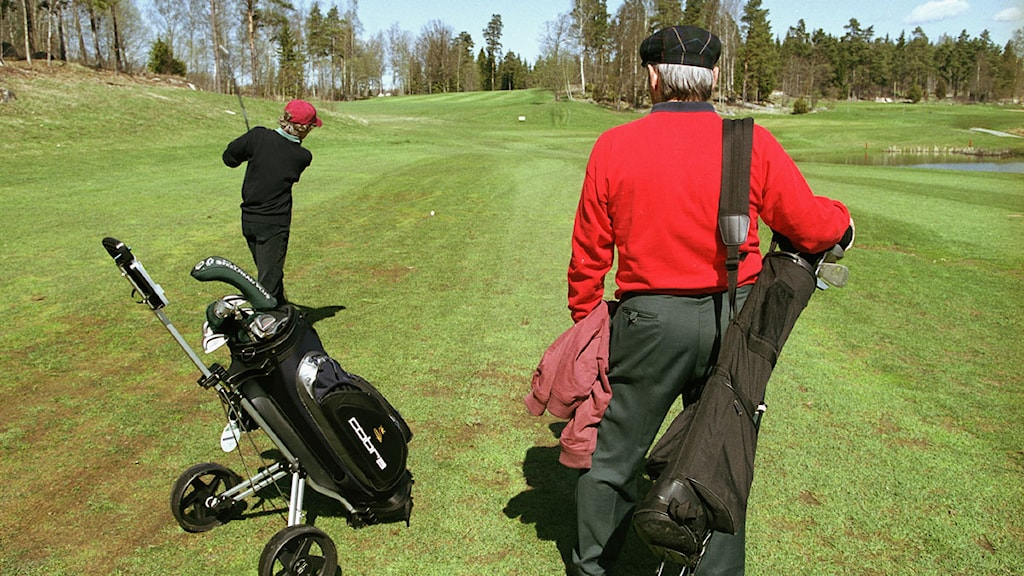 Äldre par spelar golf. Foto: Erik G Svensson/Scanpix