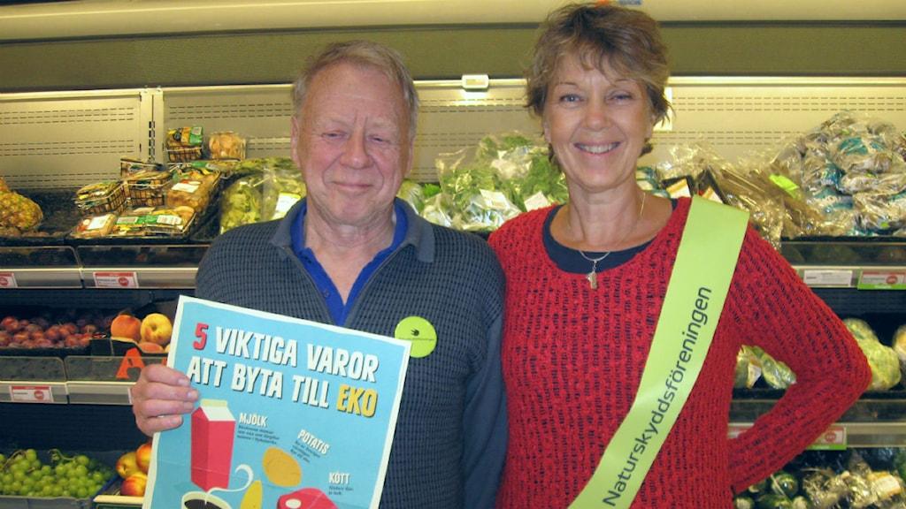 Rolf Sjölander och Siv Carlgren från Naturskyddsföreningen Falun. Foto: Lotta Rydén