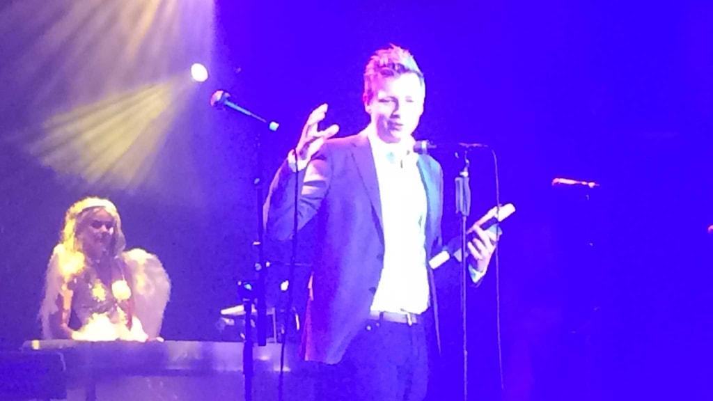Emanuel Karlsten fick pris som årets rookie på Radiogalan. Foto: Andreas Lindahl/Sveriges Radio.