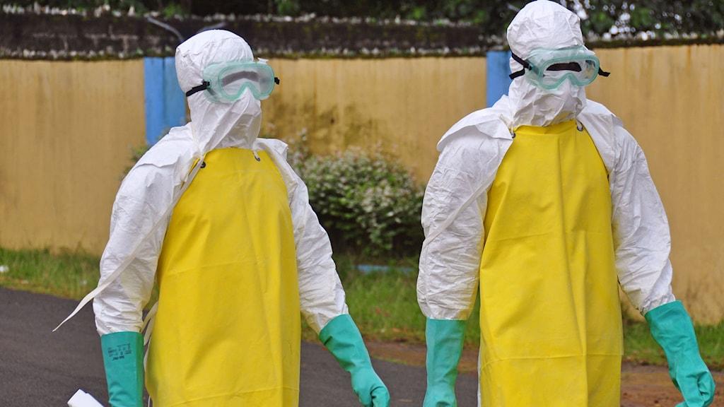 Hjälparbetare som arbetar för att förhidra spridning av Ebola i Liberia. Foto: Abbas Dulleh/TT