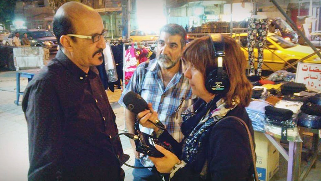 Den irakiske komikern Nahi Mehdi intervjuas av vår reporter Katja Magnusson.  Foto: Marcus Fenix