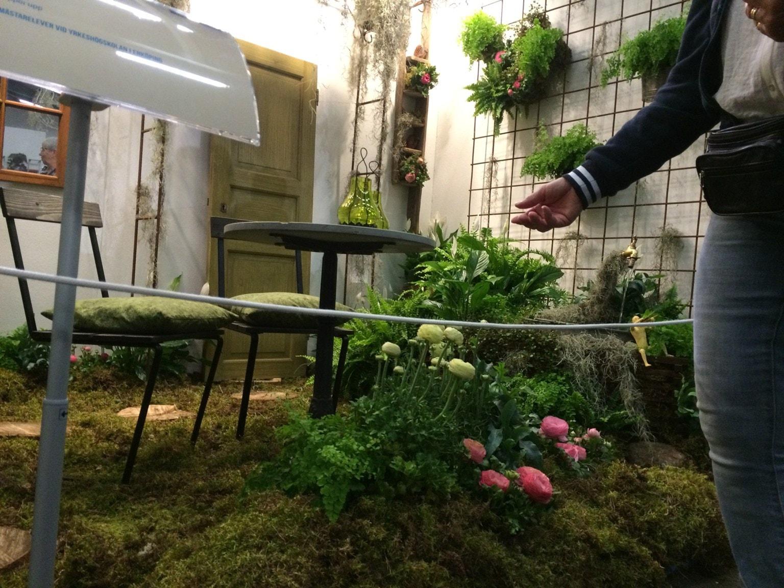 Mässa med ihåliga stockar och återvunna växter