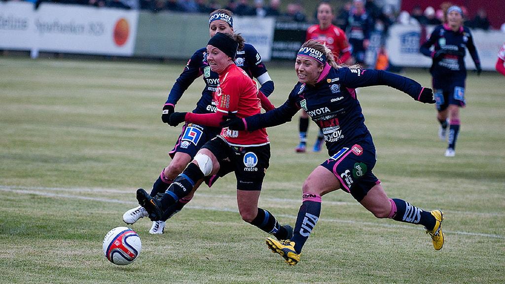 Elin Nilsen gör 1-0 för Kristianstad mot Linköping. Matchen slutade 1-1.Foto: Johan Pettersson/Sveriges Radio.