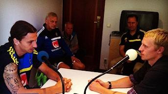 2013 Zlatan Ibrahimovic och Richard Henriksson. Foto: Patrik Falck/Sveriges Radio