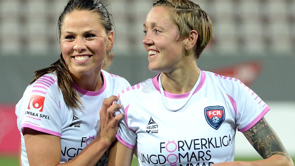 Sara Björk Gunnarsdottir (t.v.) och Therese Sjögran. Foto: Conny Sillén / TT.