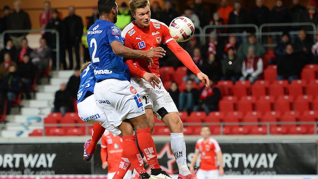 KALMAR 2015-04-13 Kalmars Viktor Elm nickar in 2-1 under allsvenska matchen mellan Kalmar FF och Åtvidaberg FF på Guldfågeln Arena i Kalmar. Foto: Patric Söderström / TT