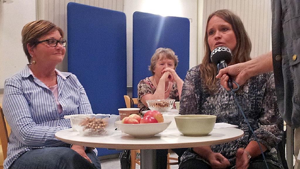 Kysymys yleisöstä poliitikoille / publikfråga i studion under valduell. Kuva/Foto: Anna Tainio, SR Sisuradio
