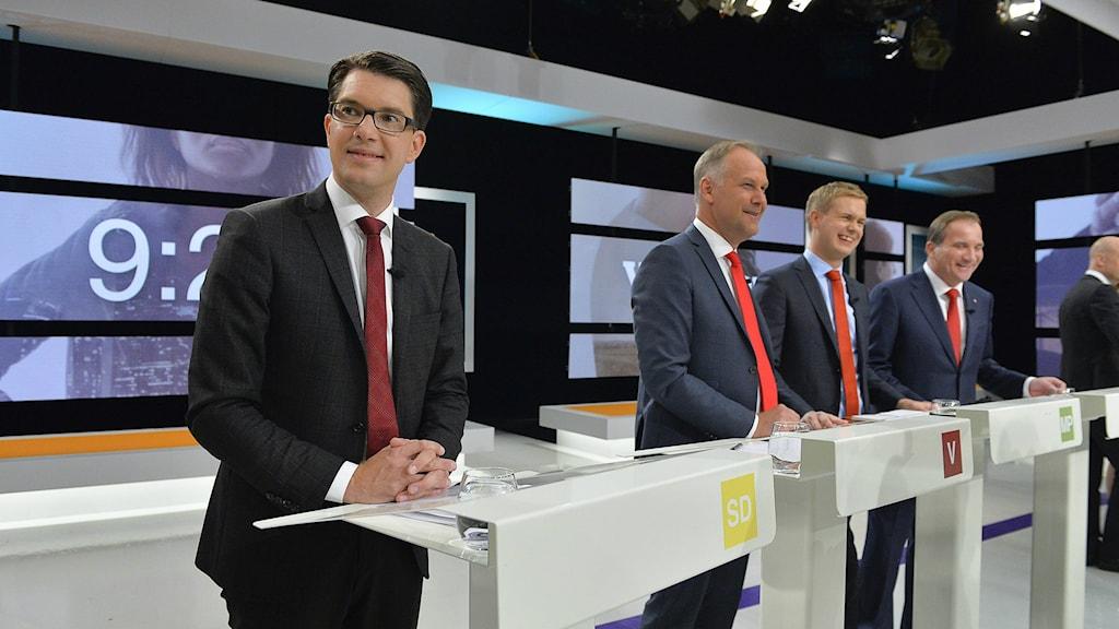 Puoluejohtajia vaalidebatissa