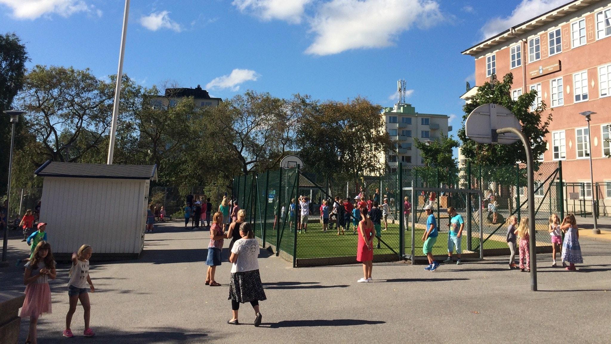 Tukholman Fridhemsplanin suomalainen koulu täyttää tänään 25 vuotta.