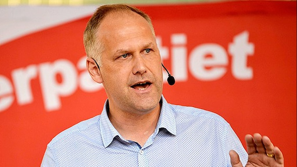 Left Party leader slams privatisation