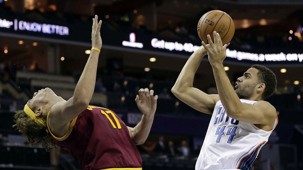 Jeffery Taylor, right, shoots over an opponent during a game in 2013. Photo: Chuck Burton / AP.