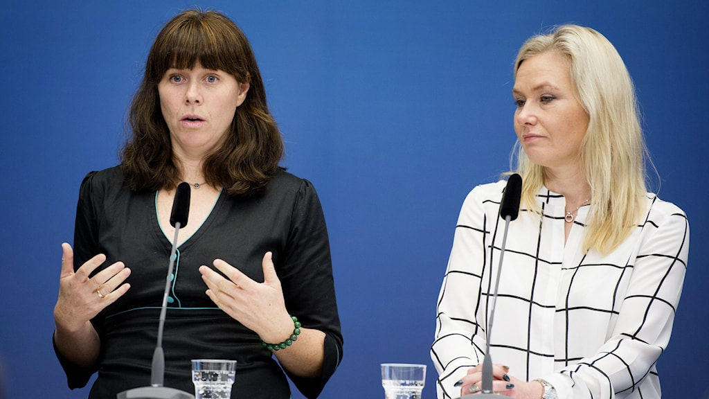 Åsa Romson and Anna Johansson at press conference about Stockholm bypass. Photo: Jessica Gow/TT.