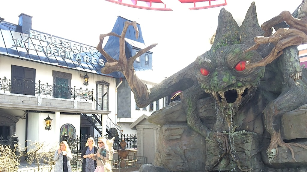 The evil tree-creature greets people as they enter the House of Nightmares. Photo: Edgar Mannheimer / Radio Sweden.