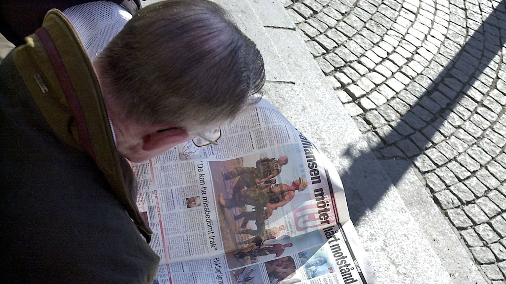 A man reading a newspaper in Sweden. Photo: Björn Larsson Ask / SvD / TT.