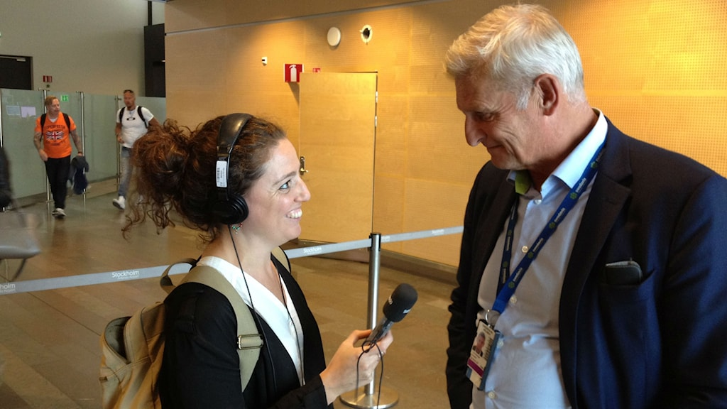 Radio Sweden's Nathalie Rothschild interview's Swedavia's head of security Anders Lennerman.Photo:Dave Russell/Radio Sweden