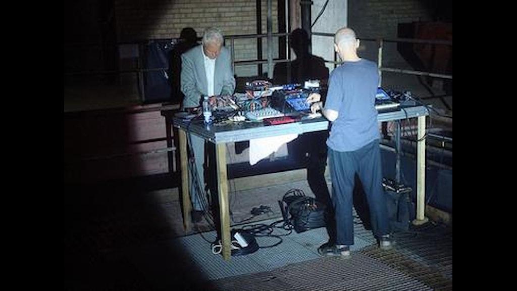 Mats Lindström och Sören Runolf skapar elektronisk musik. Foto: Isabel Thomson
