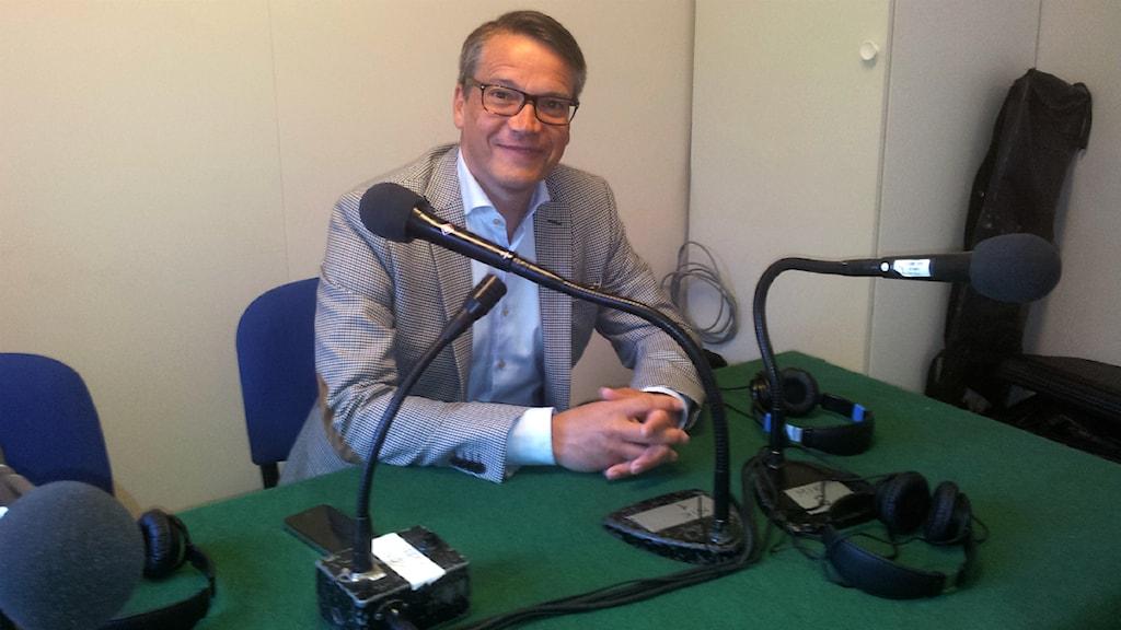 Göran Hägglund (KD) sitter i en studio och blir intervjuad under Almedalsveckan 2013. Foto: Håkan Sjöquist
