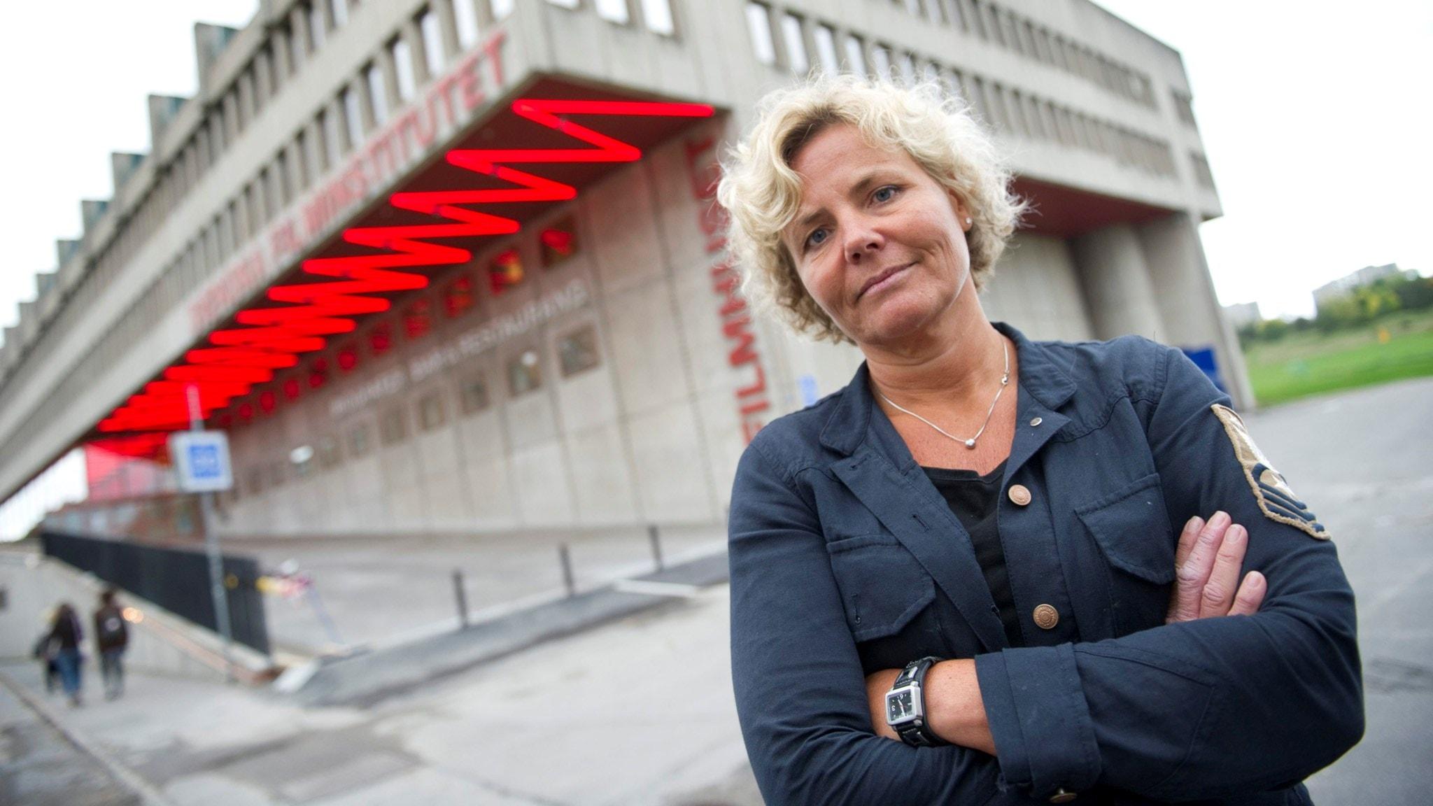 Erik träffar Filminstitutets VD som kämpar för att få ekonomi i svensk film