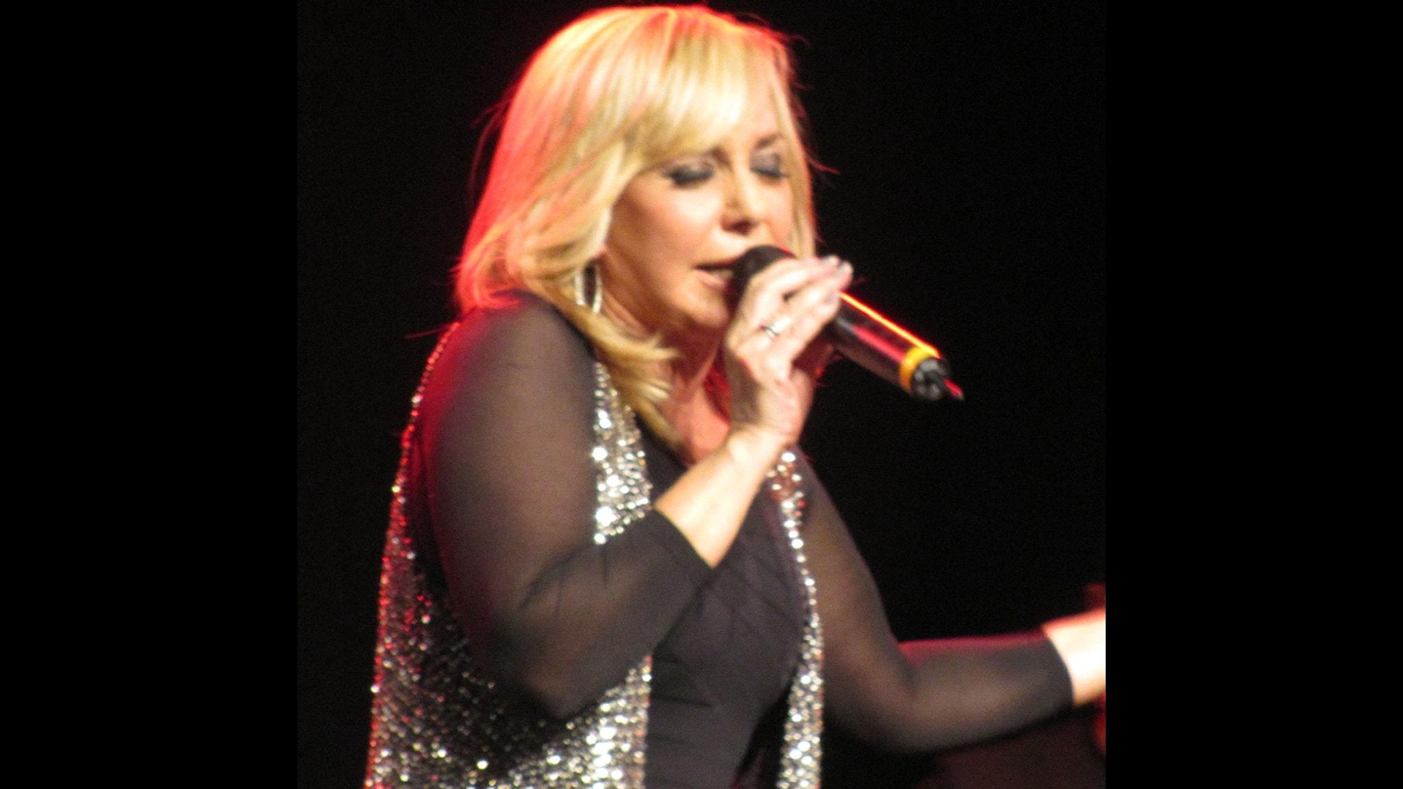 عکس گوگوش در کنسرت هایش